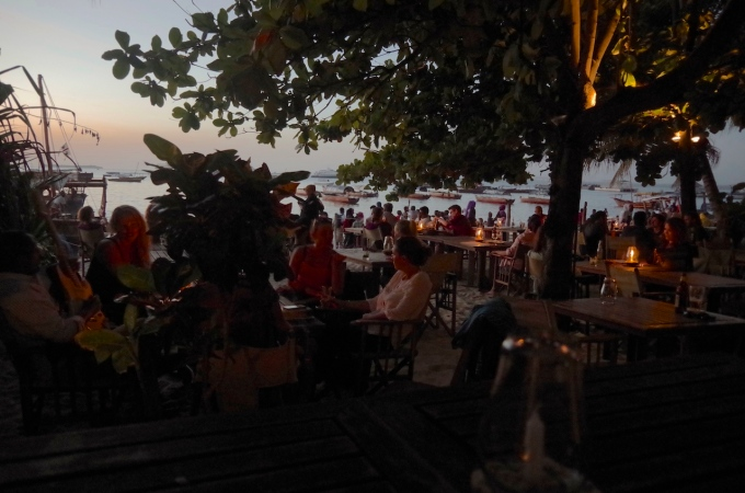 Livingstone's Bar. A pretty lively beach front bar next to the boat yard that does pretty good seafood and Italian food.