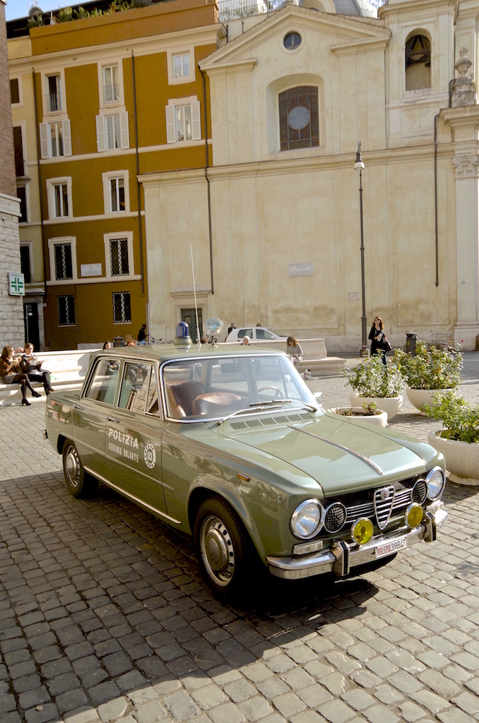 An Alfa Romeo Giulia Police car.
