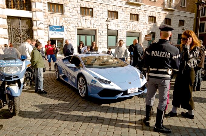 Lamborghini Huracan Police car.